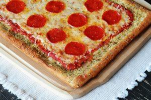 دستور تهیه پیتزا با نان سیر